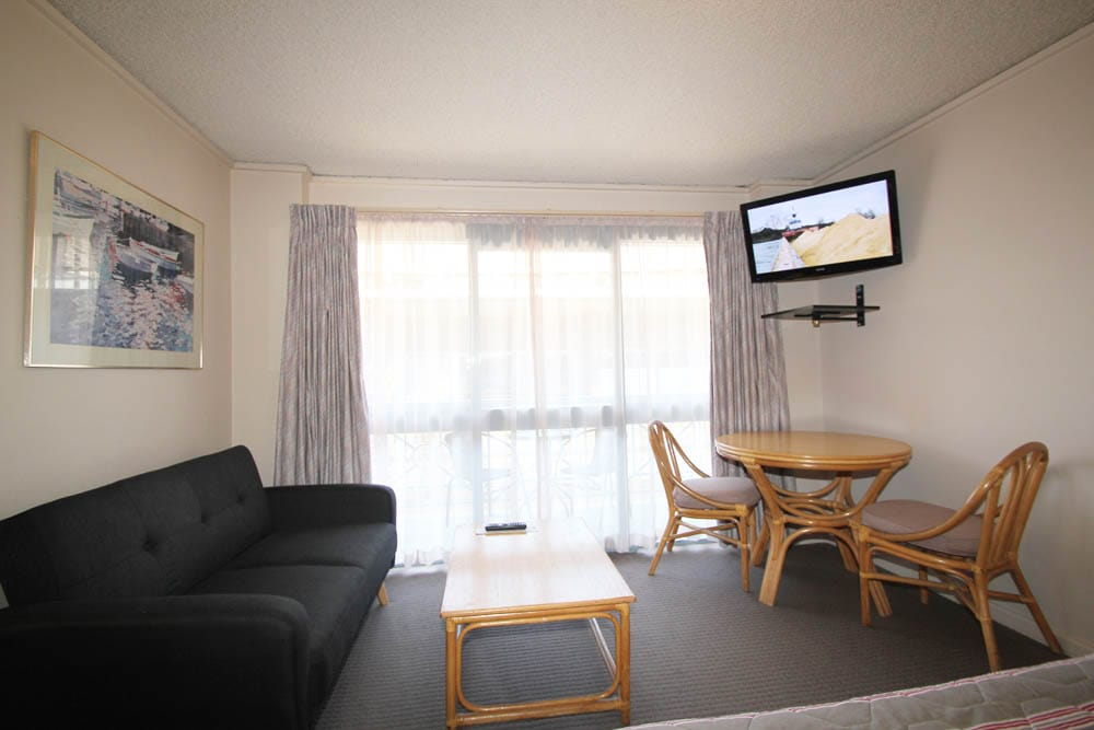 Standard Queen Room Lounge |  Accommodation Beaumaris